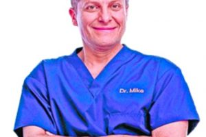 Michael Roizen MD Headshot